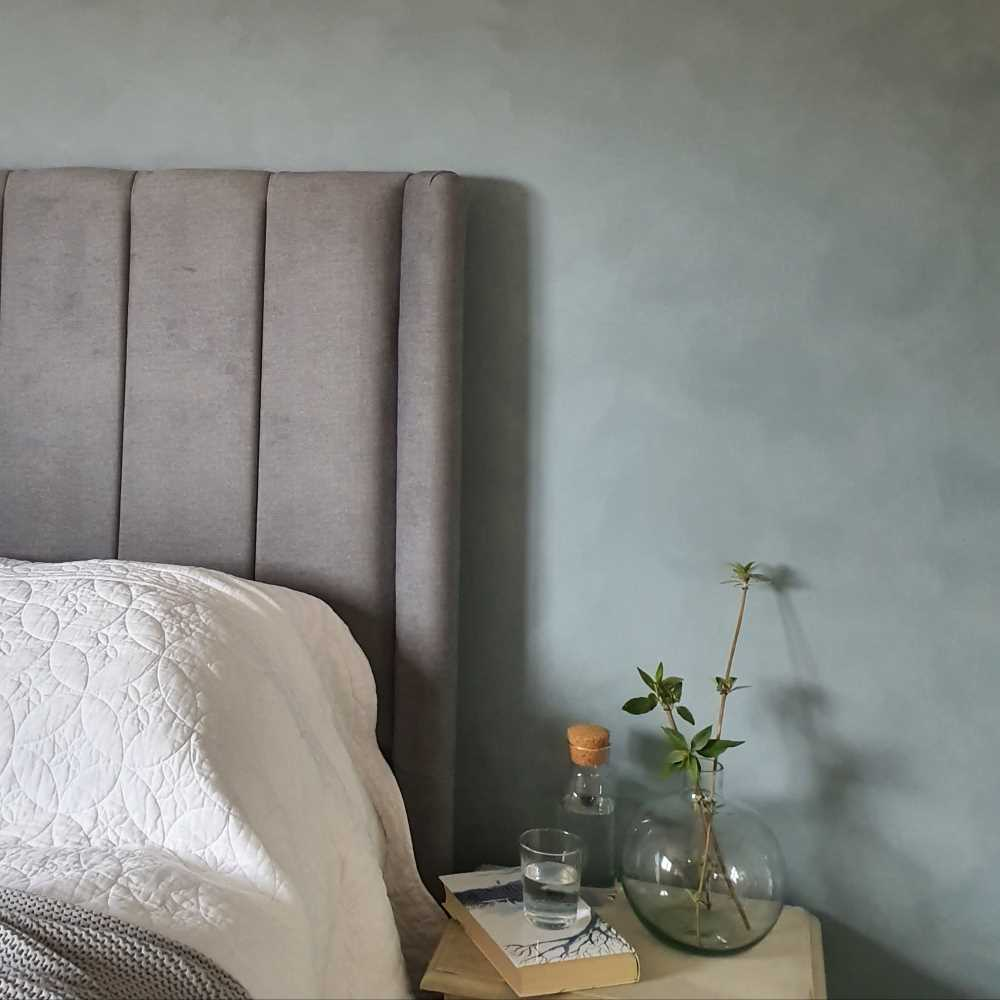 Bedroom wall concrete effect paint Slate Vintro