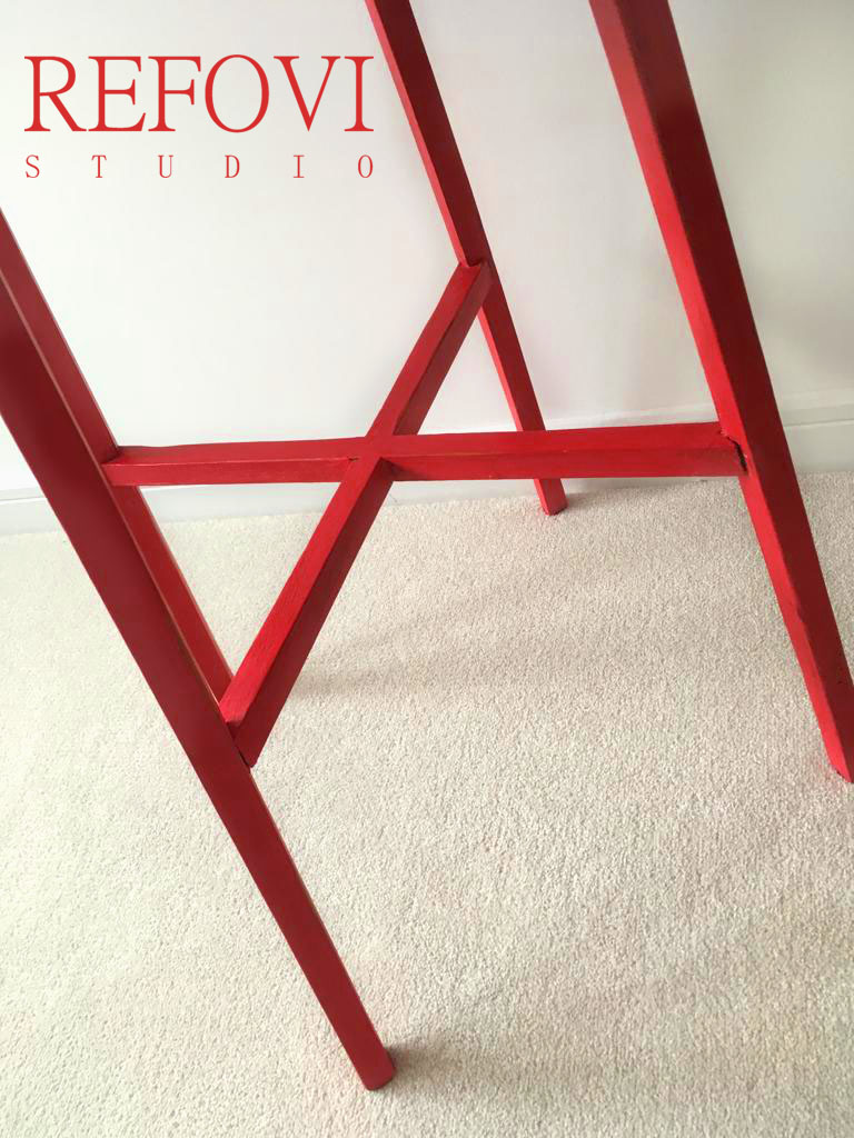 Table legs painted in red Chalk Paint valentine by Vintro