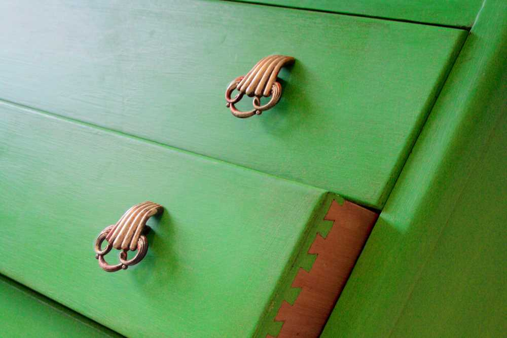 Painting drawers with Chalk Paint thumbnail image
